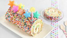 Festive in appearance and deceptively easy to make, this sprinkle-coated cake roll belongs on your summer-baking bucket list. Cake Roll Recipes, Dessert Recipes, Cupcakes, Cupcake Cakes, Betty Crocker, Just Desserts, Delicious Desserts, Confetti Cake, Baking Cups