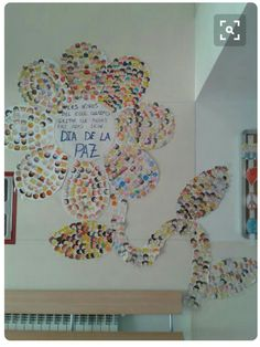 Mural flor de la paz World Heart Day, Printable Labels, Fractals, Paper Art, Religion, Arts And Crafts, Classroom, Peace, Display