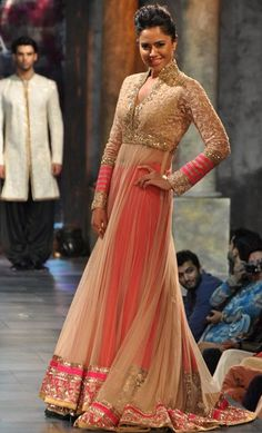 I love that shararas are back and in a big way too! The colors, collar, and design are just fabulous on this piece.