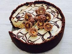A delicious cheesecake that can use not only Ferrero Rocher chocolates, but all yummy things like Tim Tams, Choc Mint Slice biscuits, or any flavoured chocolate biscuit. No Bake Desserts, Just Desserts, Delicious Desserts, Dessert Recipes, Yummy Food, Delicious Chocolate, Ferrero Rocher Cheesecake, Hummus, Guacamole