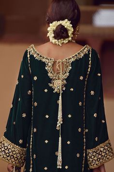 We offer latest high fashion women's Dresses. It includes Bridals dresses, Ready to Wear, Casual & many more. Pakistani Fashion Party Wear, Pakistani Wedding Outfits, Pakistani Bridal Wear, Pakistani Dress Design, Velvet Pakistani Dress, Bridal Lehenga, Shadi Dresses, Pakistani Formal Dresses, Nikkah Dress
