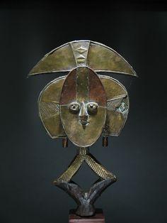 Reliquary guardian figure (19th century), Wumbu, Gabon (courtesy Dr. Oliver E. and Pamela F. Cobb) - Kota: Digital Excavations in African Art