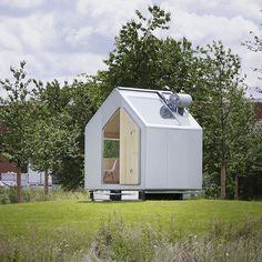 The Diogene house really redefines 'small spaces'. Could you live in this tiny, functional #home? http://visuall.net/2013/09/03/compact-living-diogene-house-by-renzo-piano-building-workshop/