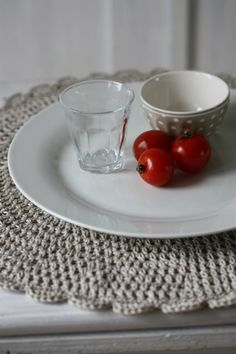 I love this placemat...so simple but very elegant