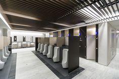 男子トイレ。モダンで清潔なデザイン Wc Symbol, Wc Public, Shoping Mall, Cubicle Design, Toilet Cubicle, Ideas Baños, Steel Frame House, Public Space Design, Basin Design