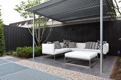 Wat een mooie moderne achtertuin verdeeld in vlakken inclusief