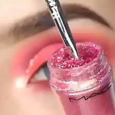 Pink mania - - Pink mania Make-up Damen Damenmode Dame Frau DIY Videos Tutorial machen Lippenstift Make-up Liebhaber Kosmetik Lippen Augen sieht Diven Pink Eye Makeup, Eye Makeup Art, Makeup Geek, Eyeshadow Makeup, Makeup Brushes, Eyeliner, Makeup Tips, Pink Eyeshadow, Hair Makeup