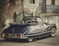 Citroen DS 'Decapotable' by Henri Chapron of Paris.They don't make beautiful cars any Citroen Ds, Psa Peugeot Citroen, Retro Cars, Vintage Cars, My Dream Car, Dream Cars, Carros Suv, Carros Retro, Automobile