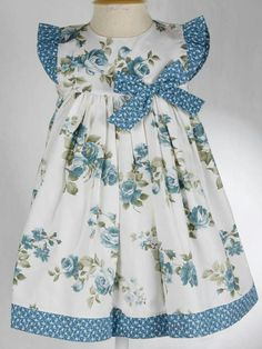 {Typical and tailored made baby housecoat, gives the best answer. Toddler Dress, Toddler Outfits, Kids Outfits, Little Girl Outfits, Little Girl Dresses, Baby Frocks Designs, Baby Dress Patterns, Frocks For Girls, Baby Girl Dresses
