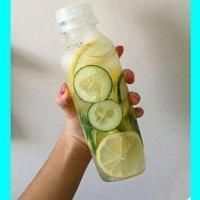 Skinny Body Fat Flush and Detox 1 cucumber 1 lemon 2 limes 1 bunch of mint Slice them all and divide the ingredients between four 24 oz water bottles and fill them up with filtered water. Drink daily Not only does this taste delicious and help flush fat, Detox Drinks, Healthy Drinks, Get Healthy, Healthy Tips, Healthy Choices, Healthy Recipes, Healthy Detox, Diet Detox, Nutrition Drinks