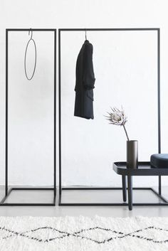 Clothes Rack Black - Small - Clothes Rack Small – minimalistisk og stabilt garderobestativ fra MALLING LIVING Source by - Rack Design, Store Design, Small Wardrobe, Wardrobe Rack, Metal Clothes Rack, Hanging Clothes Racks, Clothing Racks, Garderobe Design, Clothing Store Interior