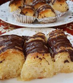 """1,917 """"Μου αρέσει!"""", 21 σχόλια - Απλές συνταγές βήμα βήμα (@aplessyntages) στο Instagram: """"Σιροπιαστά γλυκά με καρύδα και σοκολάτα εύκολα και οικονομικά!! Δείτε την συνταγή στο link του…"""" French Toast, Sweets, Breakfast, Instagram, Food, Morning Coffee, Gummi Candy, Candy, Essen"""