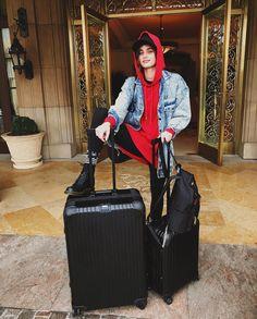442.7K vind-ik-leuks, 1,352 reacties - Taylor Hill (@taylor_hill) op Instagram: 'Goodbye LA I'm off to Shanghai   #VSFS2017 @victoriassecret'