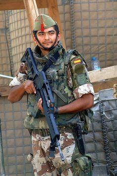 Soldado infantería del Tercio de la Legión.