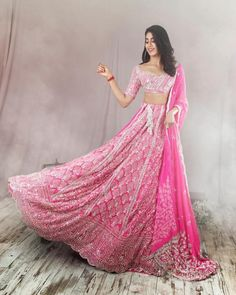 How wonderful does Jhanvi Kapoor look in this striking Manish Malhotra lehenga. So wedding reception worthy. Indian Wedding Outfits, Indian Outfits, Indian Clothes, Desi Clothes, Bollywood Celebrities, Bollywood Fashion, Bollywood Actress, Indian Look, Indian Lehenga