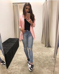 25 Lovely Sneaker for Women to Update Your Style Heels always become women's favorite footwear since they will look prettier wearing heels. But, in some occasions like casual women … Blazer Outfits Casual, Cute Casual Outfits, Simple Outfits, Chic Outfits, Fashion Outfits, Womens Fashion, Dress Outfits, Semi Formal Outfits, Black Outfits