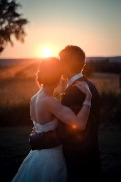 Gorgeous Sunset Wedding photography! <3 vcollection.ca says: Get the couples favorite picture done up in a special way for an anniversary gift!