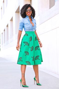 Skirt midi godê: 40 looks with this elegant and versatile garment - 30 Outfits, Skirt Outfits, Plus Size Outfits, Fashion Outfits, Fitted Denim Shirt, Denim Shirt Style, Denim Outfit, African Fashion Dresses, African Dress