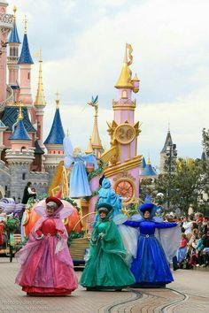 Disneyland Paris, France April 2012 Visit our site Disney Character Central for tons more Disney and Character pictures! Disney Dream, Disney Love, Disney Magic, Disney Stuff, Disney Fairies, Tinkerbell, Heroes Disney, Disney Pixar, Disneyland Paris