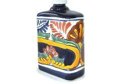 タラベラ焼の詰め替えボトル(Puebla)☆ハンドメイドのメキシコ雑貨☆  ラテンのエネルギーと素朴な可愛らしさ溢れる、メキシコ特産・タラベラ焼のソープディスペンサー。 メキシコらしいカラフルな色使いは存在感抜群です♪