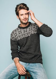 Pattern is available in Norwegian as part of the Tema 51 printed pamphlet collection. Mens Knit Sweater Pattern, Sweater Knitting Patterns, Men Sweater, Mens Fashion Sweaters, Knit Fashion, Icelandic Sweaters, Wool Sweaters, Norwegian Knitting, Knitting Kits