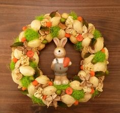 húsvéti nyúlas ajtódísz Christmas Wreaths, Holiday Decor, Diy, Beautiful, Home Decor, Seasons Of The Year, Easter, Holiday Burlap Wreath, Bricolage
