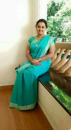 Sea homely Kannada wife in green saree Beautiful Muslim Women, Beautiful Women Over 40, Beautiful Girl Indian, Most Beautiful Indian Actress, Beautiful Saree, Beautiful Babies, Beauty Full Girl, Beauty Women, Dd Girls