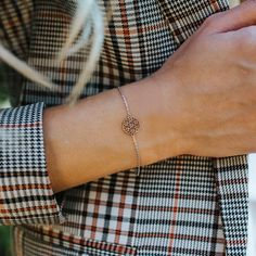 The meaningful flower of life was skilfully staged in this sterling silver bracelet. On the wrist the bicolor arm jewelry reminds you to radiate harmony and to draw strength. Poems About Life, Flower Of Life, Sterling Silver Bracelets, Bangles, Bending, Catcher, Filigree, Strength, Gold