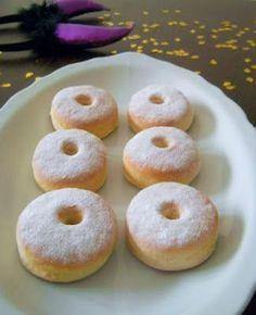 Sütőben sült fánk Hungarian Desserts, Hungarian Cake, Hungarian Recipes, Cake Recipes, Dessert Recipes, Baked Doughnuts, Sweet Cookies, Tasty Dishes, Bakery