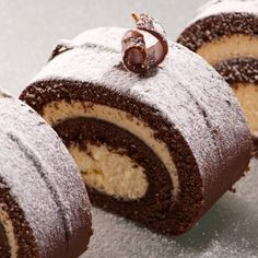 A Decadent ice cream Chocolate Cake Roll recipe. Delicious chocolate cake filled with ice cream sweetness and dusted with powdered sugar Chocolate Swiss Roll, Chocolate Chocolate, Chocolate Filling, Chocolate Clusters, Delicious Chocolate, Chocolate Buttercream Recipe, Dukan Diet Recipes, Kolaci I Torte, Food Log