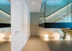 Usa de interior Flat de la Wippro Austria, se intergreaza perfect in orice locatie. Usi  filomuro la comanda Bathroom Lighting, Minimalism, Bathtub, Mirror, Modern, Orice, Furniture, Austria, Design