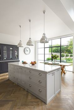 Shaker Kitchens, The Shaker Kitchen Company, Shaker Style Kitchens Open Plan Kitchen Living Room, Barn Kitchen, Kitchen Family Rooms, Diy Kitchen Decor, Kitchen Styling, Kitchen Lamps, Kitchen Industrial, Kitchen Layout, Kitchen Ideas