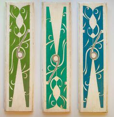 DIY Antiqued Clothespin Art perfect for the laundry room(Burton Avenue)- this is a vinyl decal you can make or buy, then mod podge onto wood. Laundry Room Colors, Laundry Room Art, Bathroom Colours, Basement Laundry, Laundry Decor, Laundry Basket, Diy Wall Art, Diy Wall Decor, Art Decor