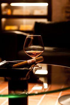 Cigar Lounge in Restaurant La Boheme / http://www.cigarsonlinetoday.com/cigar-lounge-in-restaurant-la-boheme/