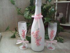 Botella de champan y copas decoradas con flores de porcelana fria