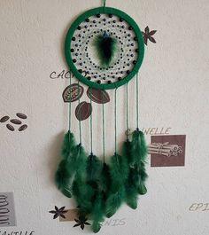 И снова изумрудно-сине-зелёный цвета! Надеюсь, будущей хозяйке очень понравится #ловецснов #ловец #ловецсновидений #перья #dreamcatcher…