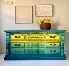 So good, right?!? 🔥🔥🔥  Citron, Nessie, and Prussian Blue all blended perfectly by The White Plum!  www.wiseowlpaint.com #wiseowlpaint #blended #citron #nessie #prussianblue #colormovement #painted #furniture #dresser