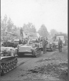 """Several """" Ferdinand """" tank destroyer`s pausing , while a convoy - of many type`s - pass by , on a congested roadway Army Vehicles, Armored Vehicles, Tiger Ii, Ww2 Pictures, Ww2 Photos, Military Armor, Tiger Tank, Tank Destroyer, Armored Fighting Vehicle"""