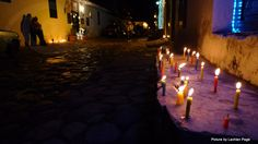 PHOTO ESSAY: La Noche de Las Velitas in Villa de Leyva. A Colombian Christmas tradition. I left a candle at friends of ours house, they are Colombian. I was a little scared but I am so glad I did - she thanked me and it seemed to mean a lot. Largest Countries, Countries Of The World, Korean Traditional, Traditional House, Colombian Culture, Spanish Speaking Countries, Colombia Travel, Romantic Destinations, Villa De Leyva
