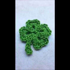 GAUGE NOT INCLUDED INCLUDES LINK TO VIDEO TUTORIAL Easy Crochet St. Patricks Day Four Leaf Clover Shamrock. By Bagodaycrochet. Bag-O-Day crochet & More on youtube.com Link to Free Video Tutorial in Pattern You are free to sell finished products made from my patterns or videos but please link Crochet Puff Flower, Crochet Leaves, Love Crochet, Learn To Crochet, Crochet Flowers, Irish Crochet, Diy Crochet, Free Crochet Snowflake Patterns, Crochet Snowflakes