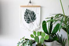 DIY: דגל קיר מושלם מחומרים שיש בבית | בניין ודיור