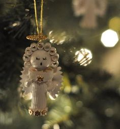 Pasta Angel Homemade Christmas Ornament | Who knew you could make DIY ornaments out of pasta? Such a pretty angel!