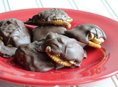 ritzy fudge payolas   ritz crackers  6  payday bars  24 oz  chocolate almond bark   buttery pam spray                                                                                              ritz crackers                                 ...