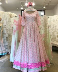 Party Wear Indian Dresses, Indian Gowns Dresses, Indian Fashion Dresses, Dress Indian Style, Indian Designer Outfits, Indian Outfits, Pakistani Outfits, Long Dress Design, Stylish Dress Designs