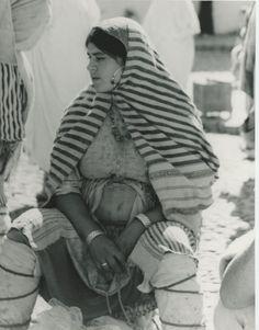 Chaouen, Berber girl at the weekly market Vintage Press Print Tirage 1969