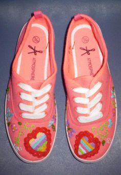 Se gostavas de ter umas sapatilhas personalizadas, contacta-nos por email para mais informações.   mumies.design@gmail.com