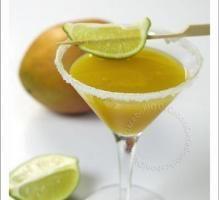 Recette - Mango Daïquiri 150 ml de nectar de mangue Caraïbos 75 ml de jus de citron vert Caraïbos 10 ml de rhum blan Old Nick 20 ml de crème de mangue l'Héritier Guyot Glaçons