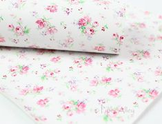 Gris Bleu Mètre//Fat Quarter//FQ 100/% tissu de coton coudre Quilt Craft Floral Ditsy