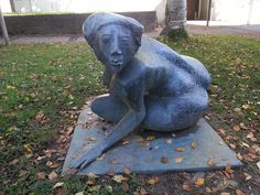 In front of the town hall in Ruit, Germany, Baden-Württemberg exist a sculpture of a nude woman.