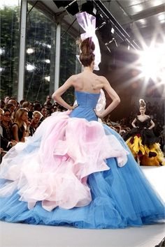 Dior Haute Couture A/I 10/11: stunning ball gown's back!^^